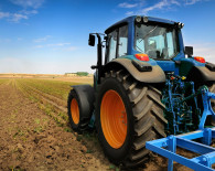 Tractor_in_field-Fotolia_22386036_Subscription_Monthly_XL
