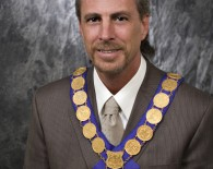 RS-photo-Mayor-with-chain